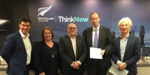 English New Zealand signs MoU with UNZ