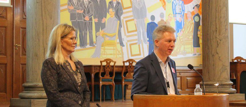 EDU founder Palle Steen Jensen and Mette Reissmann, then Social Democrat speaker on Higher Education, welcome delegates. Photo: EDU